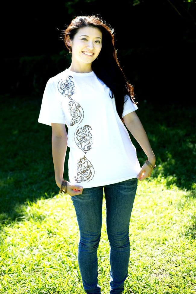 ドロップリーフ ウッドブロックプリントTシャツ 12 - 身長165cmのスタッフが【Mサイズ-白色】を着てみました。