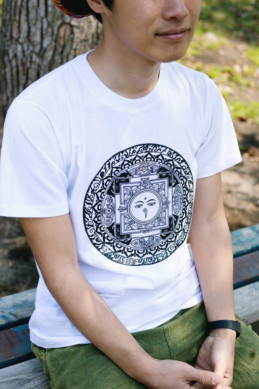 ブッダアイ マンダラTシャツ 3 - Mサイズホワイトの写真です。