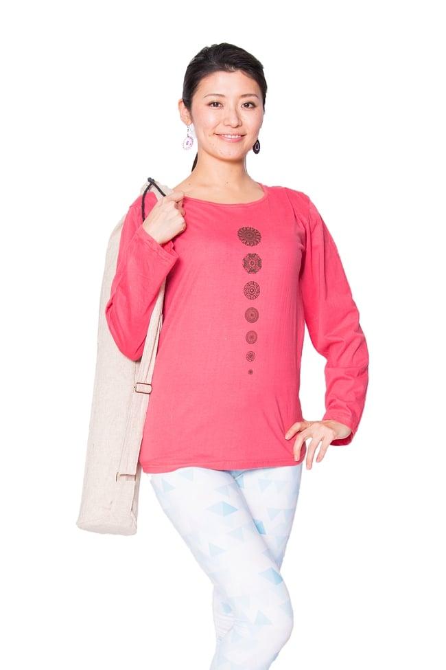 7 chakra ロングスリーブシャツヨガやフィットネスに 2 - 身長165cmのモデルさんの着用例です。
