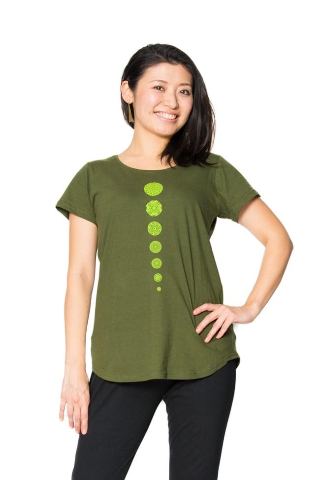 7 chakra ラウンドTシャツヨガやフィットネスに 2 - 身長165cmのモデルさんの着用例です。