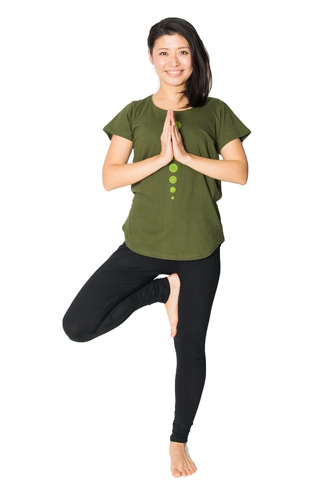 7 chakra ラウンドTシャツヨガやフィットネスに 7 - デザインも主張しすぎず、ジーンズなどと合わせて普段使いできる親しみやすいTシャツです。