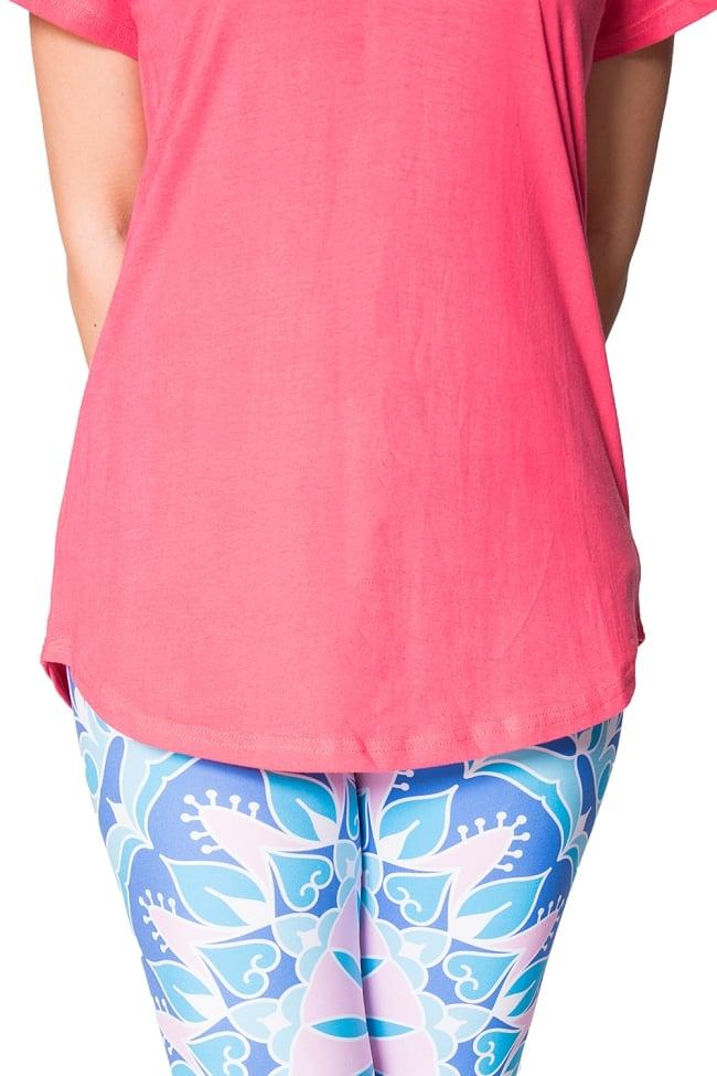 ロータス ラウンドTシャツヨガやフィットネスに 4 - 裾周りの様子です。カーブしているのがキュートですね。