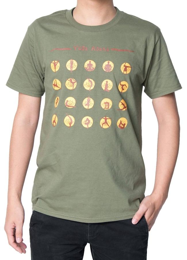 20ヨガポーズTシャツ ティラキタオリジナルデザイン 5 - 正面から撮影しました。着用TシャツはミリタリーグリーンのSサイズです。モデルは身長170cm程度、体重60kg程度です。