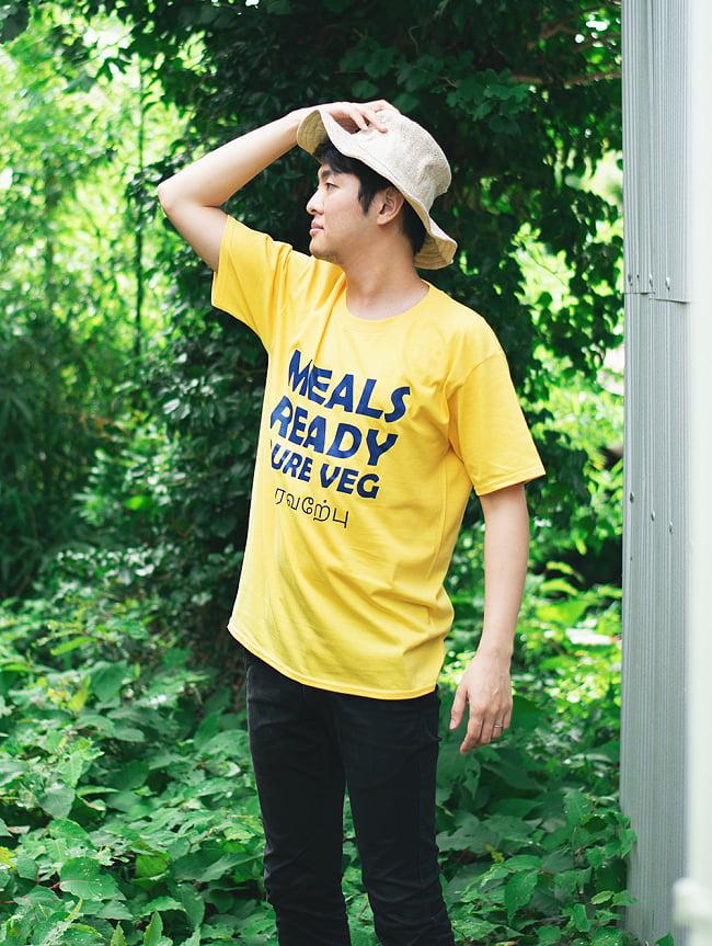 MEALS READY PURE VEG Tシャツ インド料理や南インドが好きな方へ 13 - 身長172cmのモデルさん、Mサイズの着用例です。
