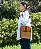 モン族刺繍の縦型ショルダーバッグ