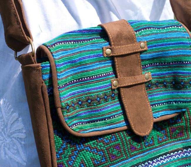 モン族刺繍の縦型ショルダーバッグ 5 - 一部分を拡大しました