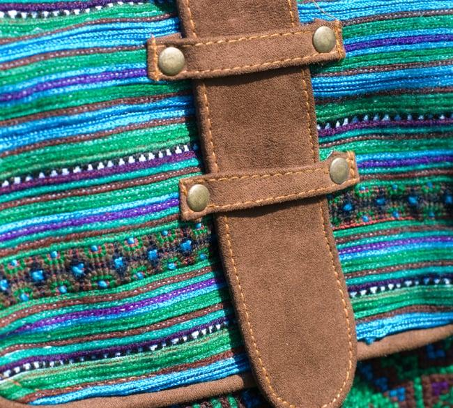モン族刺繍の縦型ショルダーバッグ 6 - 丈夫にしなければいけない部分には合皮が使われています