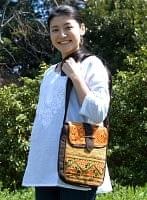 [一点もの]モン族刺繍の縦型ショルダーバッグ