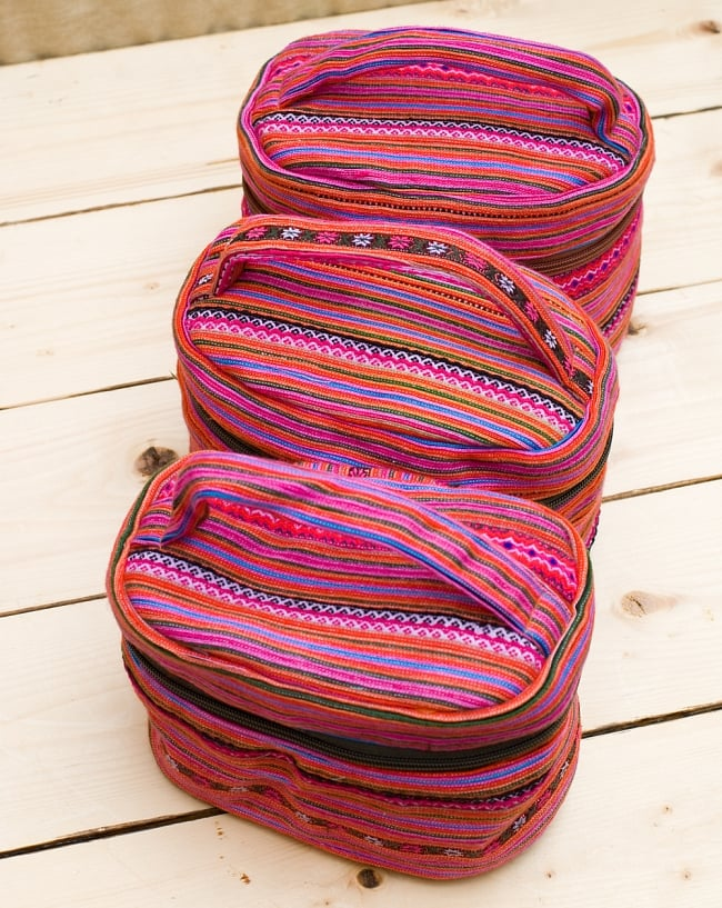モン族刺繍のメイクボックス- ピンク系アソート 9 - アソート例です。1点1点手作りの為デザイン等が若干異なります。