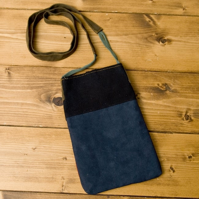 【1点もの】モン族刺繍のパッチワークショルダーバッグ 2 - 裏面はシンプルな作りになっています。