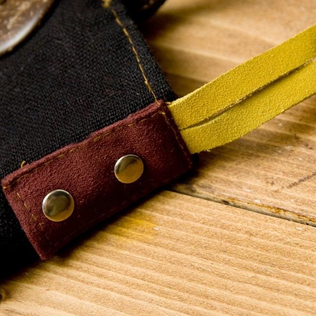 【1点もの】モン族刺繍のパッチワークショルダーバッグ 5 - スウェードでしっかりした作りになっています。(こちらは色違いのものです。)