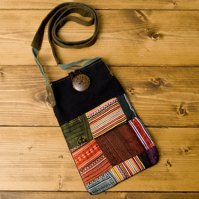 【1点もの】モン族刺繍のパッチワークショルダーバッグの写真
