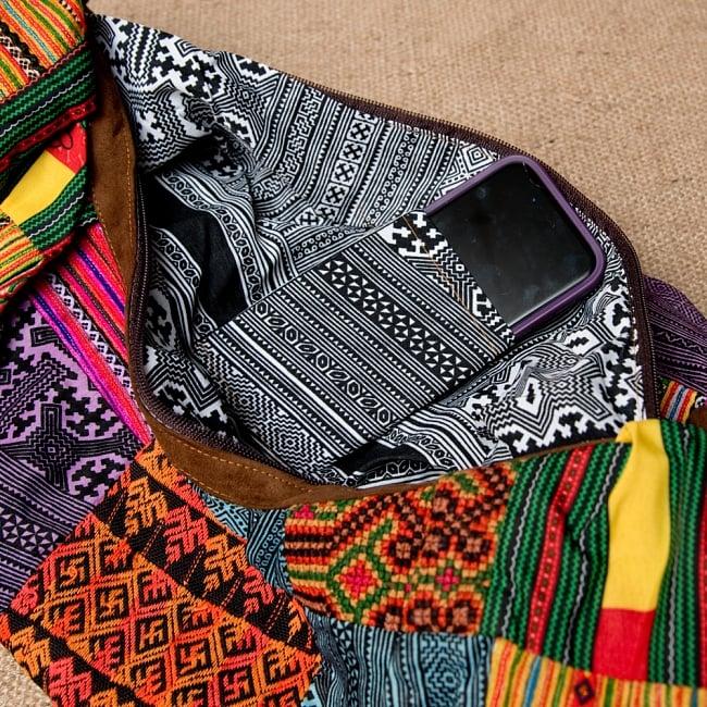 モン族刺繍のトラベルバッグ - ベージュ 7 - 携帯入れるのもよいですね。