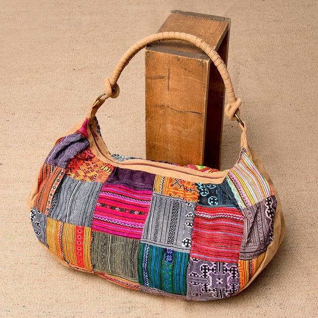 モン族刺繍のトラベルバッグ - ベージュの写真