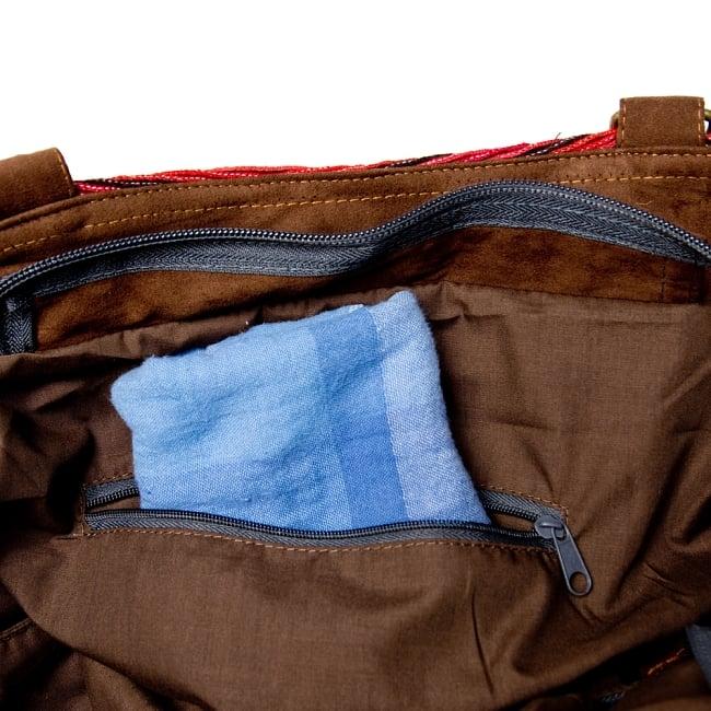 モン族刺繍の2WAYバッグ 12 - ジップ付きのポケットもあります。