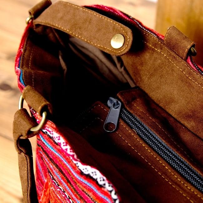 モン族刺繍の2WAYバッグ 4 - 開口部にはジップがあるので、中身も見えず安心です。