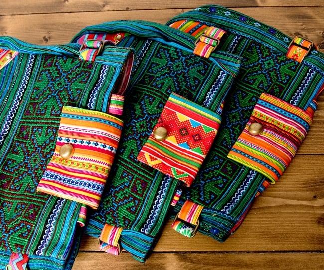 モン族刺繍のトートバッグ 13 - 選択Aのアソート写真です。この様なお色味の中からお届けします。