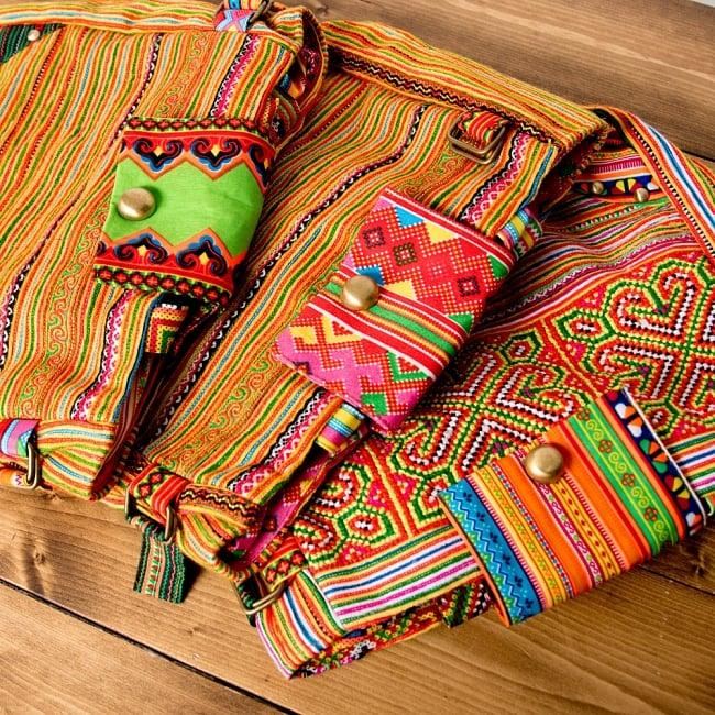 モン族刺繍のトートバッグ 17 - 選択Cのアソート写真です。この様なお色味の中からお届けします。