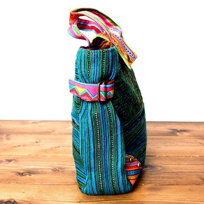 モン族刺繍のトートバッグ 6 - スリムなデザインなのでとてもすっきりした印象です。
