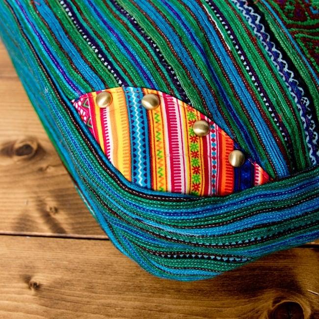 モン族刺繍のトートバッグ 7 - 角部分には、別の布とスタッドがついています。