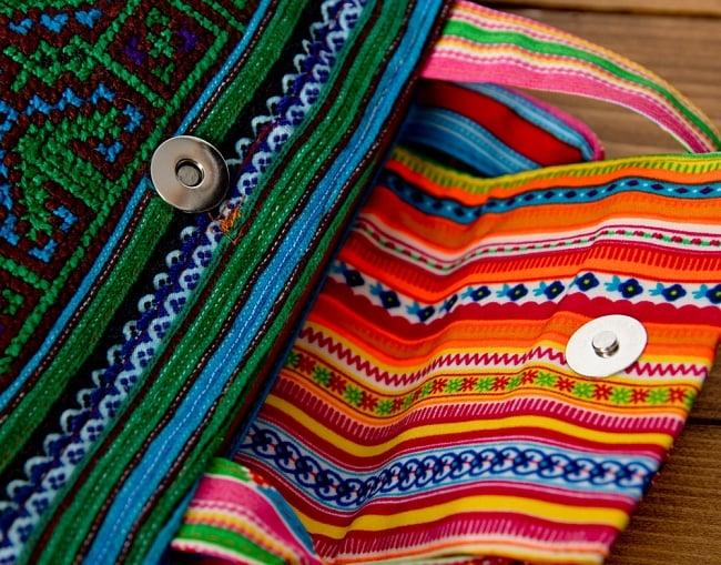 モン族刺繍のトートバッグ 9 - マグネットのボタンなので開閉しやすいのが嬉しいポイント。