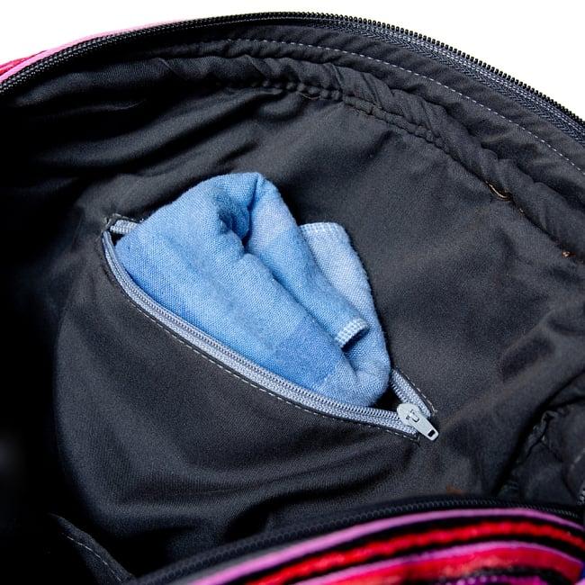 モン族刺繍の2WAYショルダーバッグ 12 - ジップ付きのポケットもあります。