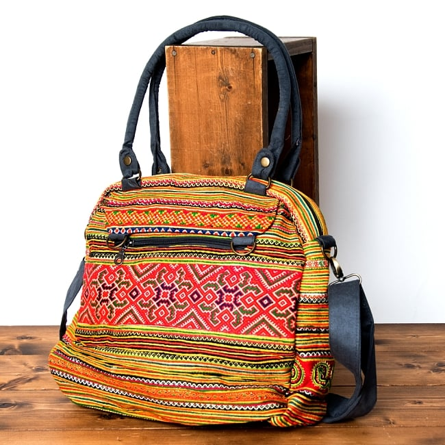 モン族刺繍の2WAYショルダーバッグ 2 - 裏面にもしっかり刺繍が施されています。