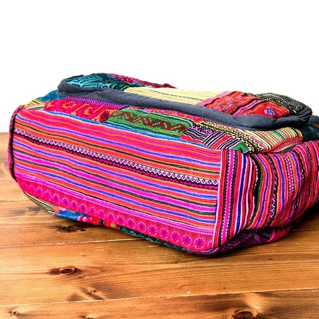 モン族刺繍の2WAYショルダーバッグ 9 - マチもしっかりあるので、たくさん入りますよ!