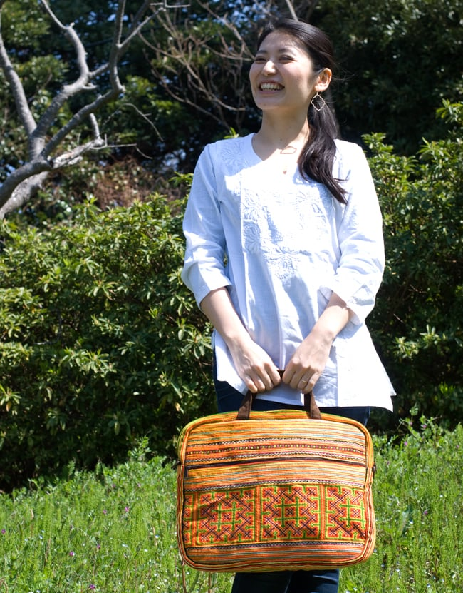 モン族刺繍のラップトップケース - オレンジ系 2 - 全体写真です