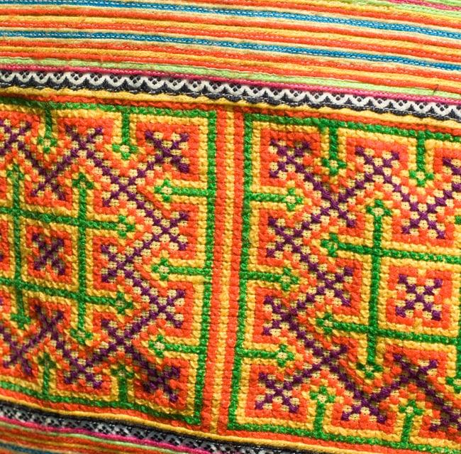 モン族刺繍のラップトップケース - オレンジ系 5 - 別の部分の刺繍のアップです