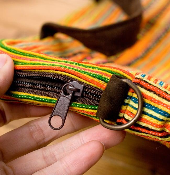 モン族刺繍のラップトップケース - オレンジ系 7 - ジッパーもしっかり。