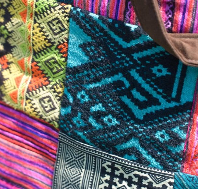 モン族刺繍のラップトップケース - パッチワーク 4 - 刺繍のアップです。