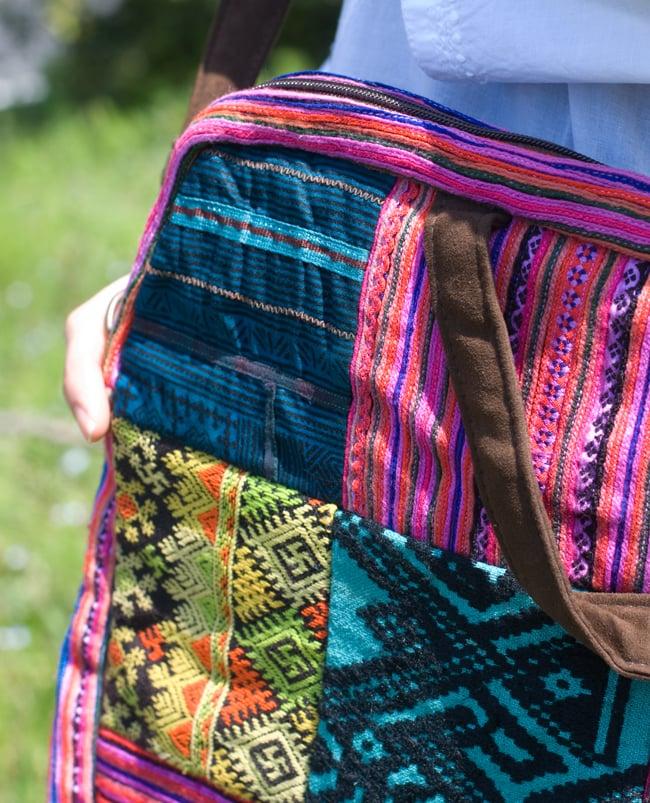 モン族刺繍のラップトップケース - パッチワーク 5 - 別の部分の刺繍のアップです