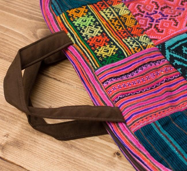 モン族刺繍のラップトップケース - パッチワーク 6 - 手持ち部分は合皮で頑丈に出来ています。