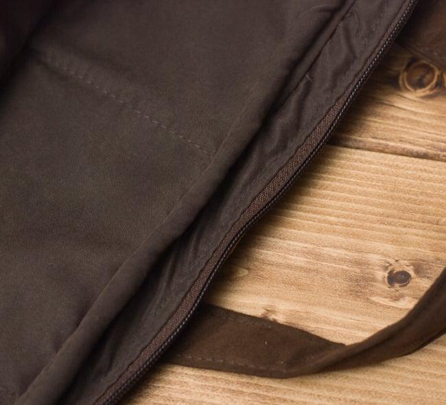 モン族刺繍のラップトップケース - パッチワーク 8 - 中をもしっかり作られています。