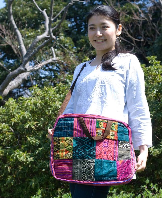 モン族刺繍のラップトップケース - パッチワークの写真