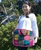 モン族刺繍のラップトップケース - パッチワーク