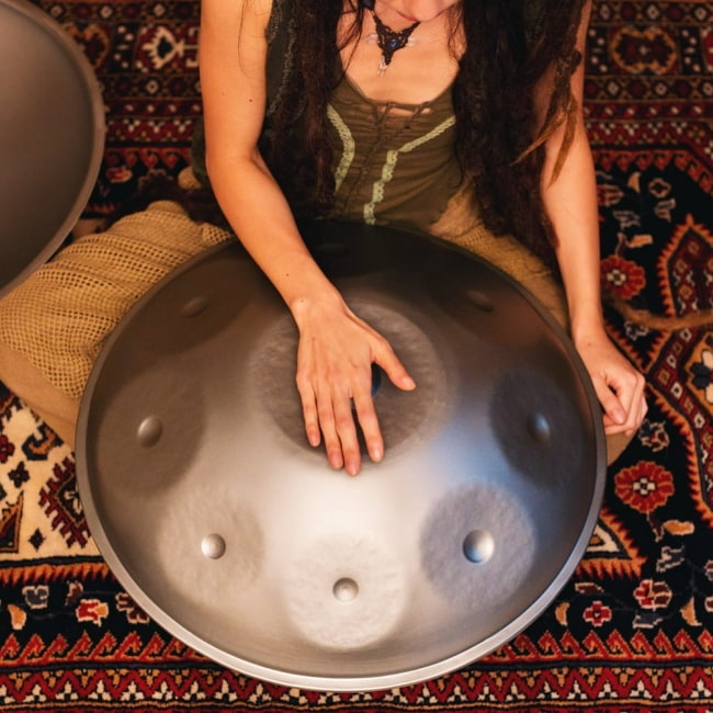 ハンドパン Arab Desert G【54cm - 9notes】 -ソフトケース付属 12 - これくらいのサイズ感です。(写真は類似商品です。)