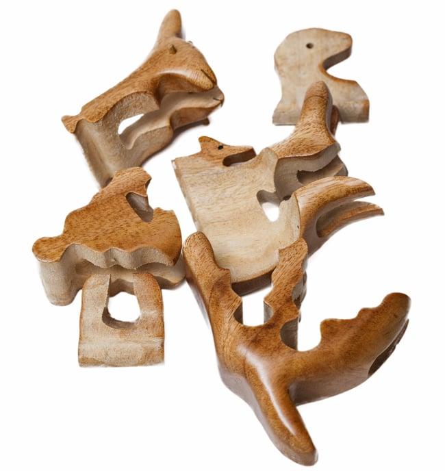 アニマル型立体ジグソーパズル -カンガルーさんの写真6 - バラバラにしてみました。一度分解するともとに戻すのはちょっと大変。チャレンジし甲斐のあるパズルです