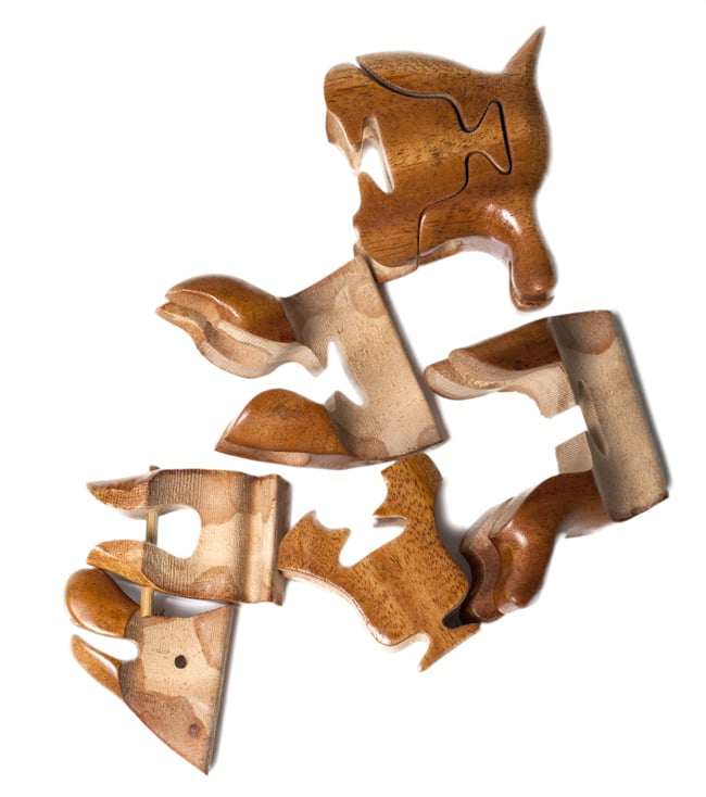 アニマル型立体ジグソーパズル -ぶたさんの写真6 - バラバラにしてみました。一度分解するともとに戻すのはちょっと大変。チャレンジし甲斐のあるパズルです