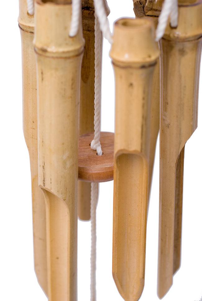竹とココナッツの風鈴(中サイズ) 4 - 竹筒の間には鳴らすための丸い板がぶら下げられています。