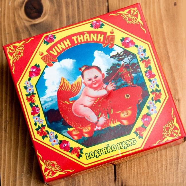 ベトナムの渦巻きお香 3 - 中国の影響を色濃く感じるパッケージデザインです。