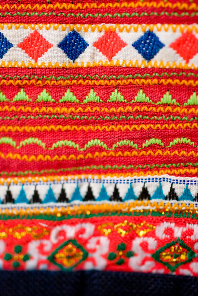 ベトナムのモン族刺繍レターホルダー 6 - 刺繍の部分を見てみました。